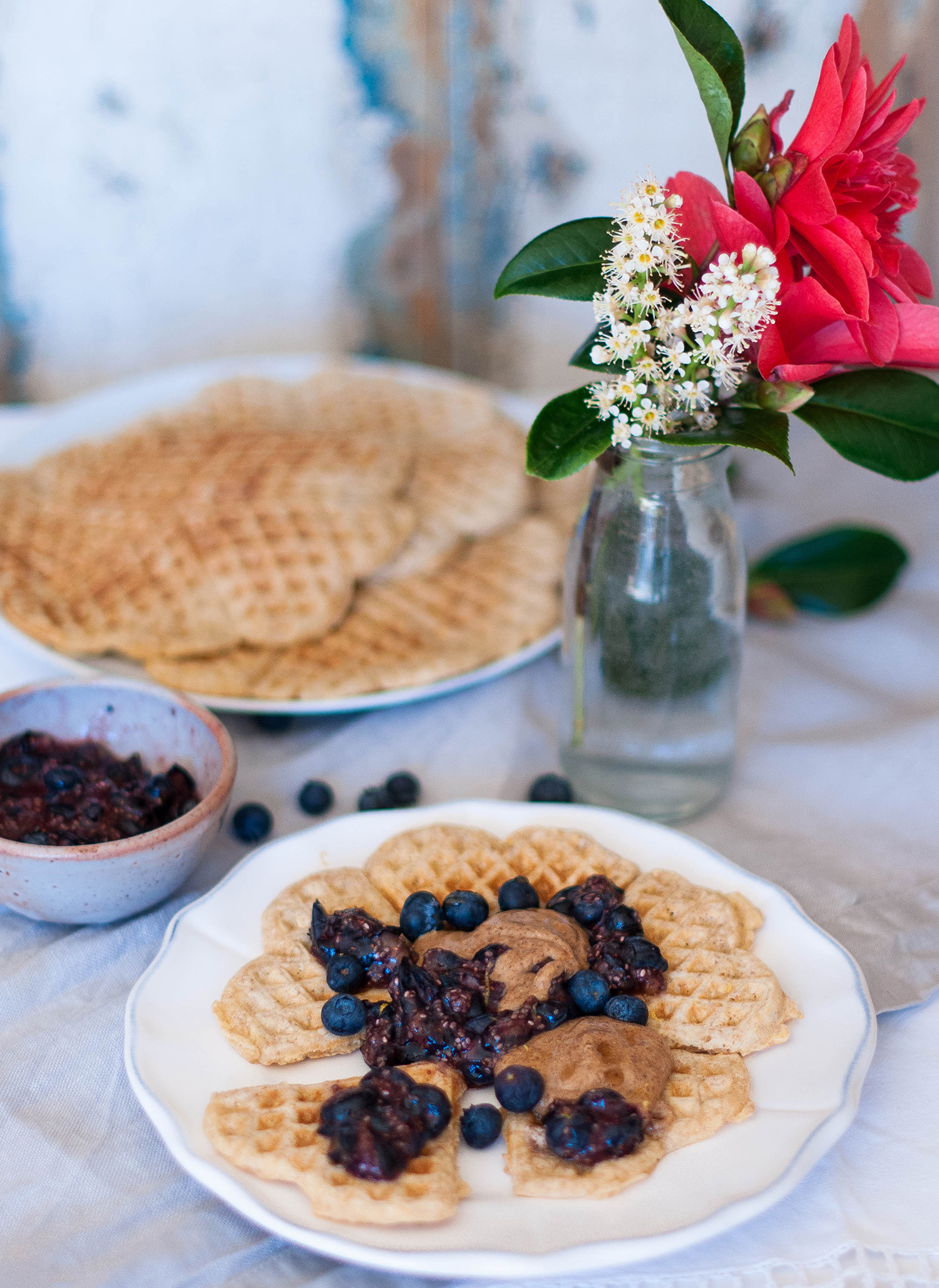 Oatmeal-waffles-raw-blueberry-chia-seeds-compote