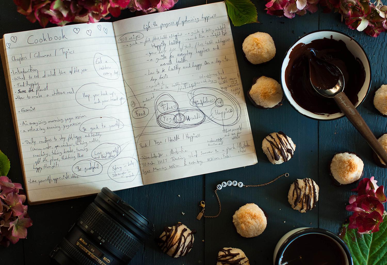 Vegan-almond-coconut-macaroons-lea-lou-1