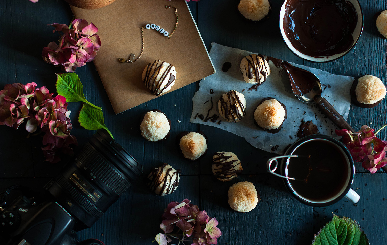 Vegan-almond-coconut-macaroons-lea-lou-2