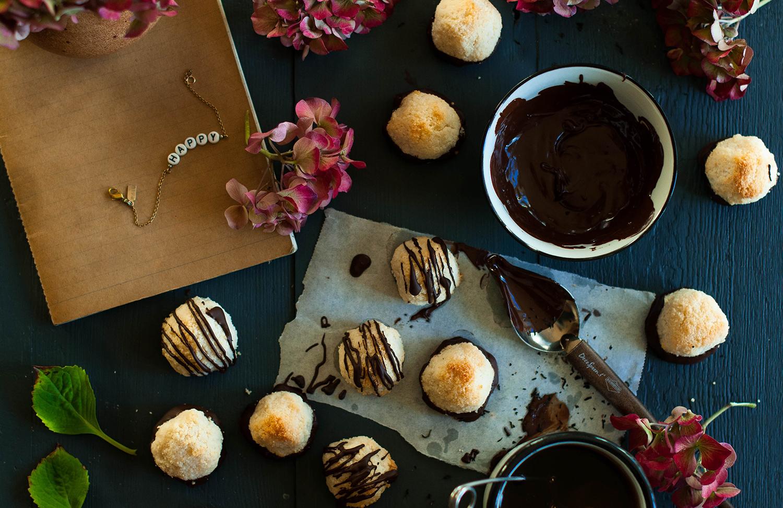 Vegan-almond-coconut-macaroons-lea-lou-4