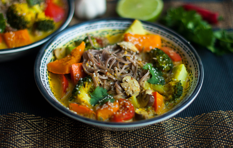 Vegan-khao-soi-thai-coconut-soup-lea-lou-1