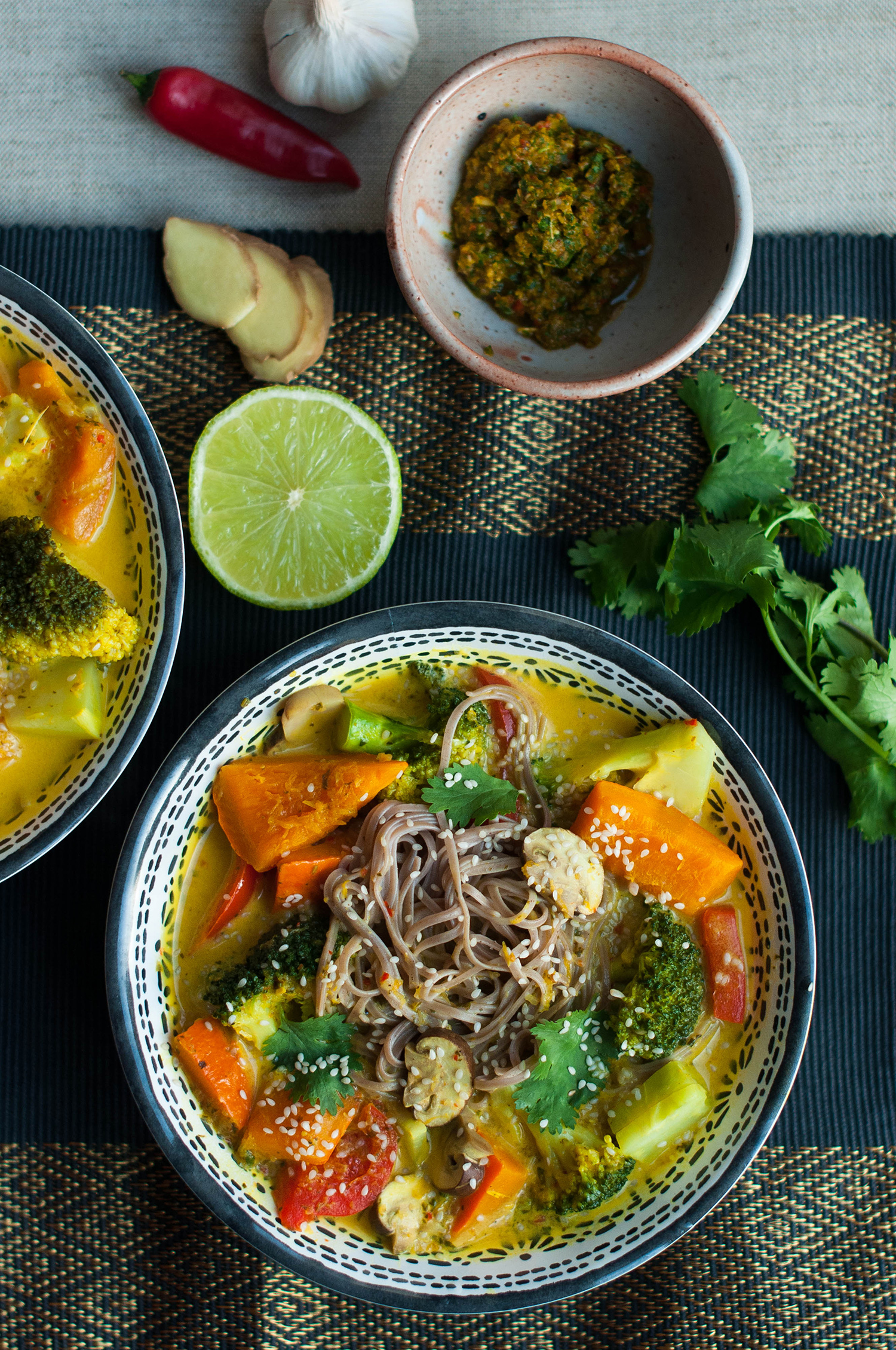 Vegan-khao-soi-thai-coconut-soup