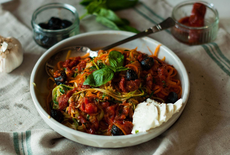 Mediterranean-ratatouille-courgette-carrot-noodles-lea-lou-1