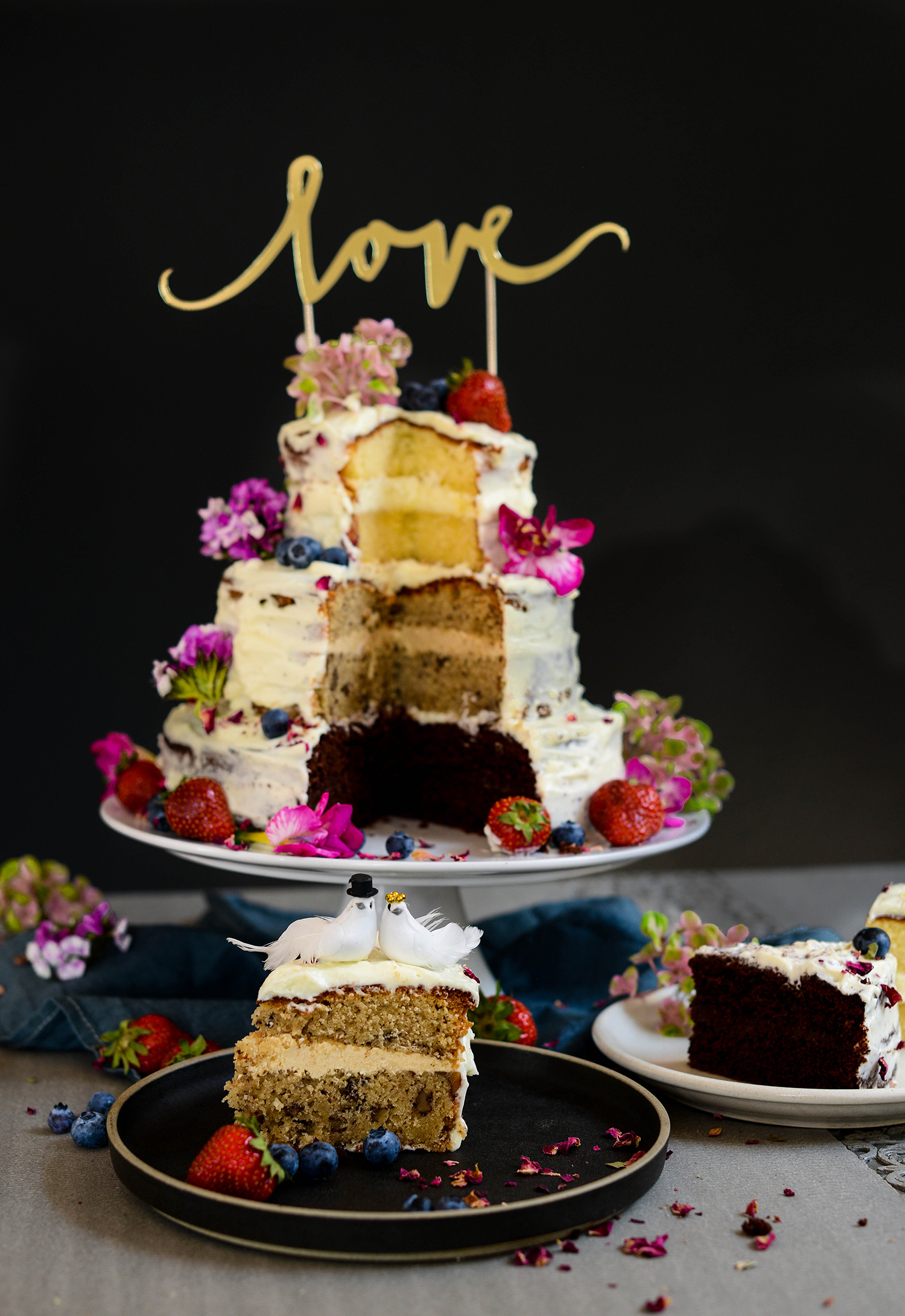 Threelayered Wedding Cake With Mascarpone Frosting - Layered Wedding Cake