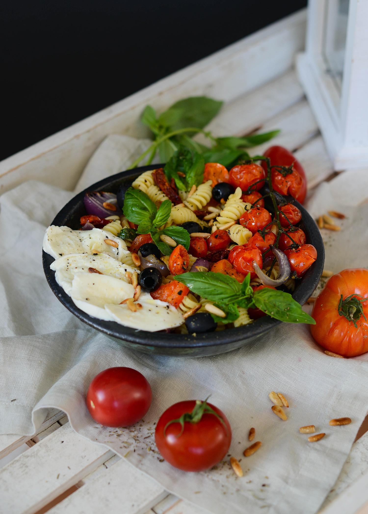 Mediterranean-pasta-salad-roasted-vegetables-lea-lou-1