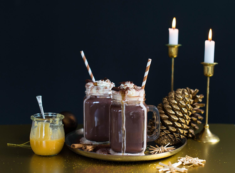 Spiced-hot-chocolate-salted-caramel-sauce