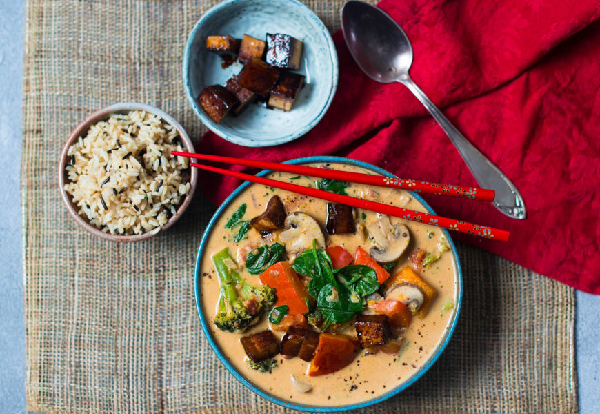 Vegan red Thai Curry with peanut butter and roasted Hokkaido squash