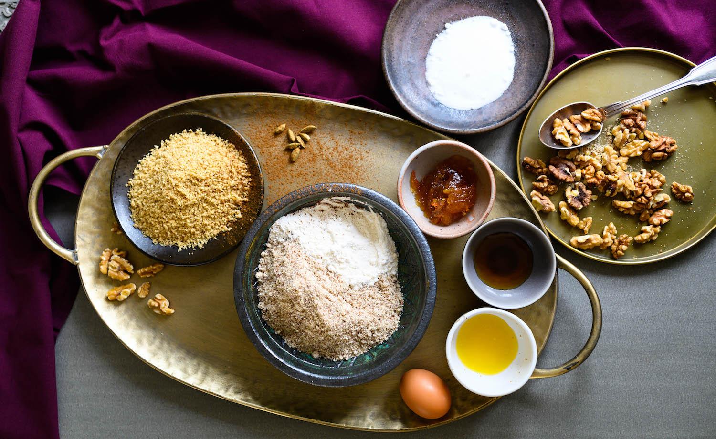 Orientalische Walnuss-Plätzchen mit Kardamom, Honig und Orangenmarmelade