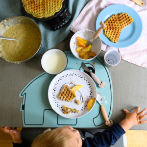 Sugar-free courgette waffles with apple and wholemeal spelt flour