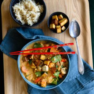 Süßkartoffel-Curry mit roten Linsen und Tahini